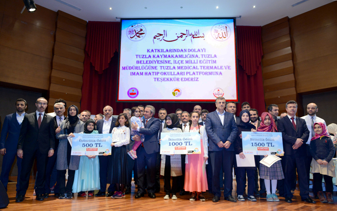 Tuzla'da Ortaokullar ve Liseler Arası Hadis Ezberleme Yarışması'nın Finali Gerçekleştirildi