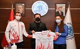 Tuzla Belediyesi Kültür ve Sosyal İşler Müdürlüğü Spor Okulları bünyesinde 2019-2020 sezonu içerisinde farklı branşlarda dereceye giren sporculara ödüllerini Tuzla Belediye Başkanı Dr. Şadi Yazıcı verdi.