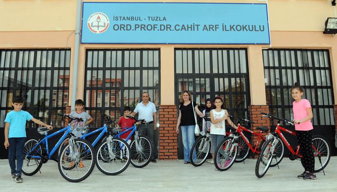 Başkan Yazıcı, 2. Sokak Oyunları Olimpiyatı Finalistlerini Bisikletle Ödüllendiriyor