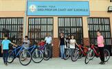 Tuzla Belediyesi 2. Sokak Oyunları Olimpiyatı'nın finalistleri, Tuzla Belediye Başkanı Dr. Şadi Yazıcı tarafından bisikletle ödüllendiriliyor.