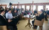 Tuzla Belediye Başkanı Dr. Şadi Yazıcı'nın ilçe gençliğinin hizmetine sunduğu Tuzla Belediyesi Mehmet Akif Ersoy Gençlik Gemisi, hem kursları hem de sohbet programlarıyla gençliğin buluşma mekanları arasında yer alıyor.