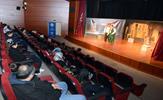 Erzurum Şehir Tiyatroları tarafından hazırlanan 'Bizim Konak' isimli orta oyunu, Tuzla'da 2 farklı kültür merkezinde sahnelendi. Ekranlarda 'Teyo Emmi'yi canlandıran Cumhur Seval'ın sanat yönetmenliğinde sahnelenen oyunda, çocukların manevi ve milli iklimle bezenerek hayata gülümseyerek bakması öğretildi.