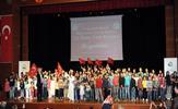 Tuzla Belediyesi Bilgi Evleri Çocuk Korosu, 23 Nisan Ulusal Egemenlik ve Çocuk Bayramı'na özel konser düzenledi. Çocuklar, eserleriyle yaşıtlarını eğlendirdi, büyüklerinin bir kez daha gurur kaynağı oldu.