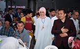 """Tuzla Belediyesi, ramazan ayında 17 mahalle ve 5 sitede toplam 80 bin kişilik sokak iftarı düzenledi. Tuzla Belediye Başkanı Dr. Şadi Yazıcı, """"Aynı sofrayı paylaşanların kardeşliğini yaşayarak, birliğimizi ve beraberliğimizi güçlendirdik"""" dedi."""