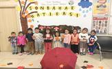 Tuzla Belediyesi Anne Çocuk Eğitim Merkezi'nde eğitim alan 3-6 yaş arası minik kursiyerler, düzenlenen etkinliklerde mevsimleri öğreniyor.