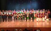 """Tuzla Belediyesi Halk Oyunları Topluluğu, cumhuriyetimizin 95. yılı etkinlikleri kapsamında """"Cumhuriyetin Renkleri"""" isimli folklor gösterisini sahneledi. 112 kursiyer, 7 bölgeden 8 folklor gösterisini alkışlar arasında sahneledi."""