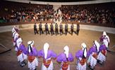 """Tuzla Belediyesi Halk Oyunları Topluluğu, """"Kültürlerin Dansı-5"""" programında Sıra Gecesi ile muhteşem bir gösteri sahneledi. Topluluk, 10 yörenin kültürünü folklor gösterisi ile sahneye taşıdı."""