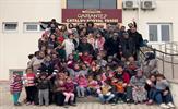 """Tuzla Belediyesi Gençlik Merkezi """"Hayal Ağacı"""" proje ekibi, Gaziantep'in Oğuzeli ilçesine bağlı Çatalsu Köyü'nde okulda bakım ve onarım yaptı, bilim sınıfı ve kütüphane kurdu."""
