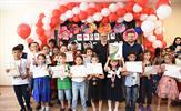 """Tuzla Belediye Başkanı Dr. Şadi Yazıcı'nın """"Eğitim Kenti Tuzla"""" vizyonuyla hizmet veren Tuzla Belediyesi Bilgi Evleri, takdir alan veya karnesinde tüm notları çok iyi olan öğrencileri madalya ile ödüllendirme geleneğini bu yıl da sürdürdü. 1.500 öğrenciye madalya verildi."""