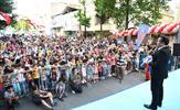 Tuzla Belediye Başkanı Dr. Şadi Yazıcı, çocuklara hediye ettiği Tuzla Belediyesi Karne Şenliği'ne katıldı. Başkan Yazıcı, şenlikte çocukların sevincini paylaştı.