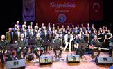 Tuzla Belediyesi Türk Halk Müziği Topluluğu 'Baharda Bayram Tadında' isimli konser düzenledi.