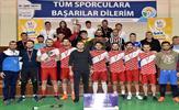 Tuzla Belediyesi, salon sporlarını yaygınlaştıran, ilgi oluşturan etkinlikler ve organizasyonlarını sürdürüyor. Tuzla Belediyesi Gençlik Merkezi, masa tenisi turnuvasının ardından Futsal Turnuvası düzenledi.