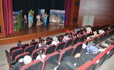Tuzla Belediyesi Gönül Elleri Çarşısı Çocuk ve Gençlik Komisyonu'na kayıtlı çocuklar, Tuzla Belediyesi Şifa Kültür Merkezi'nde Masal Sokağı tiyatrosunu birlikte izlediler.