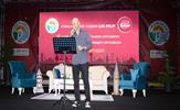 Tuzla Belediyesi'nin düzenlediği Ramazan Etkinlikleri kapsamında sahne alan Şair-Yazar Kahraman Tazeoğlu, okuduğu şiirlerle Tuzlalılar'ın şiire doyduğu unutulmaz bir gece yaşattı.