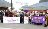 Tuzla Belediyesi Anne Çocuk Eğitim Merkezleri (AÇEM), 25 Kasım Kadına Yönelik Şiddete Karşı Uluslararası Mücadele Günü'ne dikkat çekmek amacıyla Tuzla Marina'da etkinlik düzenledi. Kadınlar, taşıdıkları el dövizlerine mor renkli el baskısı yaptı.