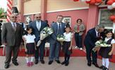'Eğitim Kenti Tuzla'da, 2016-17 Eğitim Öğretim Yılının açılış töreni Atatürk İlkokulu'nda gerçekleştirildi. 4. sınıf öğrencileri, okul flamasını 1. sınıf öğrencilerine teslim etti, ilk derszilini protokol ve öğrenciler birlikte çaldı.