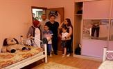 Tuzla Belediyesi Gençlik Merkezi öğrencileri, Tuzla Belediye Başkanı Dr. Şadi Yazıcı'nın desteğiyle maddi durumu iyi olmayan bir ailenin evini baştan aşağı yeniledi, bayram sevincini ikiye katladı.