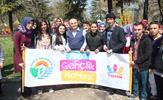 Tuzla Belediyesi Gençlik Merkezi (TUZGEM), 10. İstanbul Lale Festivali'ne katıldı. TUZGEM'li öğrenciler, festivalde İstanbul Büyükşehir Belediye Başkanı Dr. Mimar Kadir Topbaş ile görüştü.