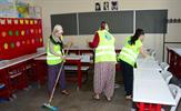 Tuzla Belediyesi, ilçedeki okulların boya, badana ve temizliğini yaparak yeni eğitim ve öğretim yılına hazırlığını sürdürüyor.