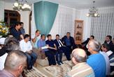 """Tuzla Belediye Başkanı Dr. Şadi Yazıcı ve binlerce Tuzlalı, darbe girişimi sırasında hainlerin sıktığı kurşunla sol kolunu kaybeden Üzeyir Civan'ı evinde ziyaret etti. Civan, """"Allah'a şükür; kolumuzu kaybettik ama ülkemizi kaybetmedik"""" dedi."""