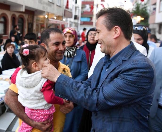 Tuzla Belediyesi, Aydıntepe Mahallesi'nde 6 Bin Kişiyle Ramazan'ın Bereketini Paylaştı