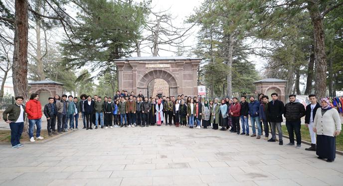 Tuzla Belediyesi Gençlik Merkezi, Ecdadımızın İzinden Osmanlı'nın Başkentleri'ni Geziyor