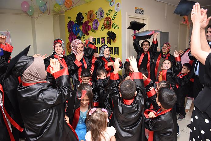Tuzla Belediyesi Anne Çocuk Eğitim Merkezleri'nde Karne Heyecanı Yaşandı