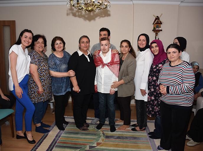 """Tuzla Belediyesi Gönül Elleri Çarşısı'na Kayıtlı """"Engelsiz Asker""""e Kına Yakıldı"""