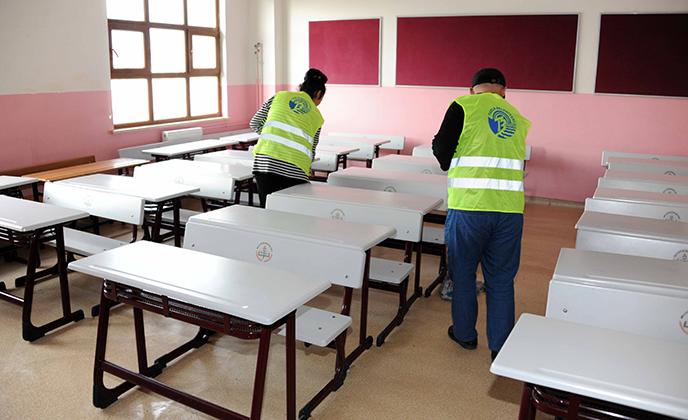 Tuzla Belediyesi, Okullar ve Spor Salonlarında Yarıyıl Temizliği Yapıyor