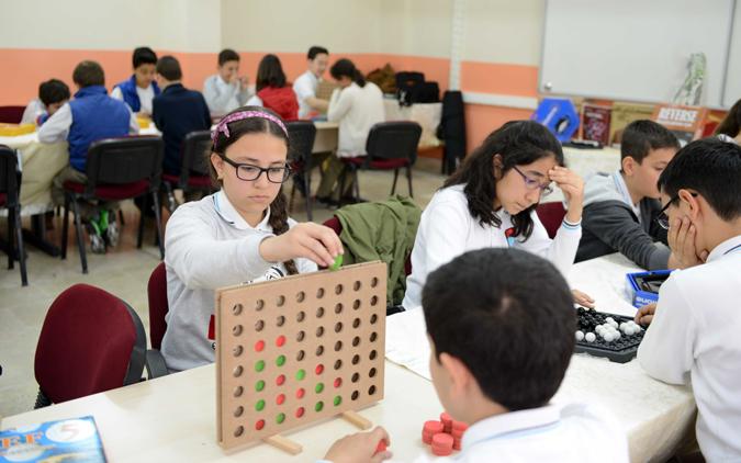 Tuzla'da Ortaokul Öğrencileri, Akıl ve Zeka Oyunları Turnuvası'nda Ter Döküyor